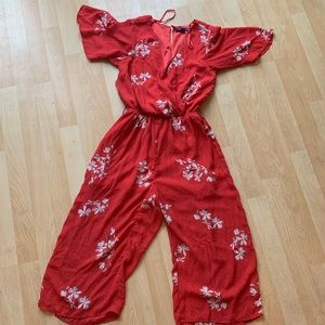 Other - Red floral romper! 🌺